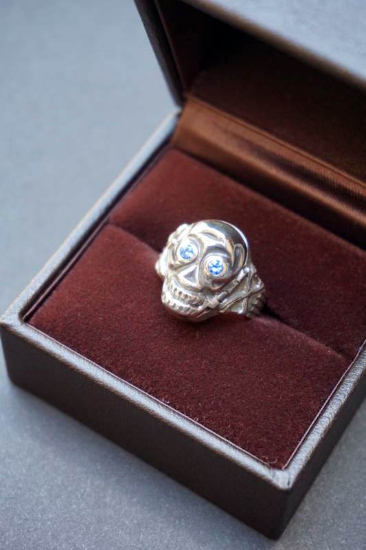 PEANUTS & Co. skull poison ring blue