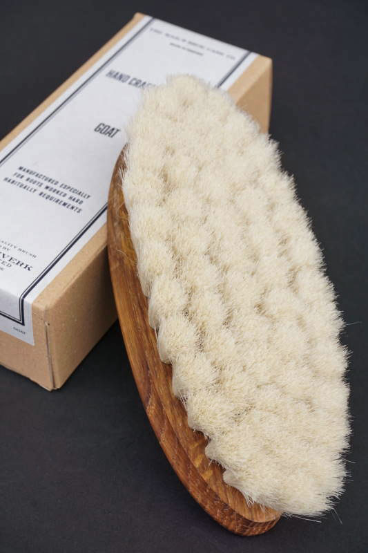 IRIS HANTVERK × The MAIL'S shoe care Co. HAND CRAFTED BRUSH -Goat -
