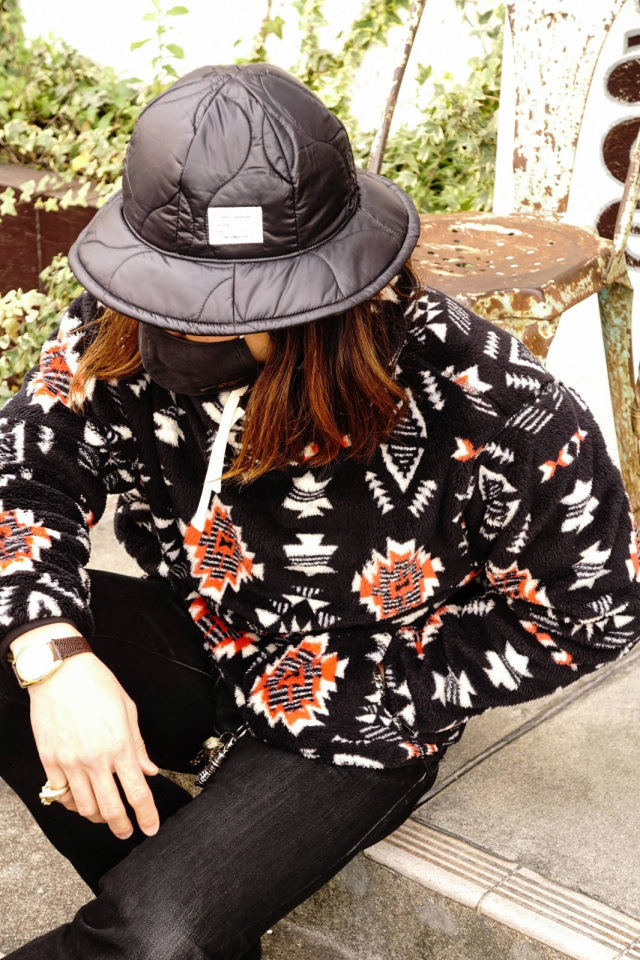 ANDFAMILYS CO. Stand Collar Boa Sweat