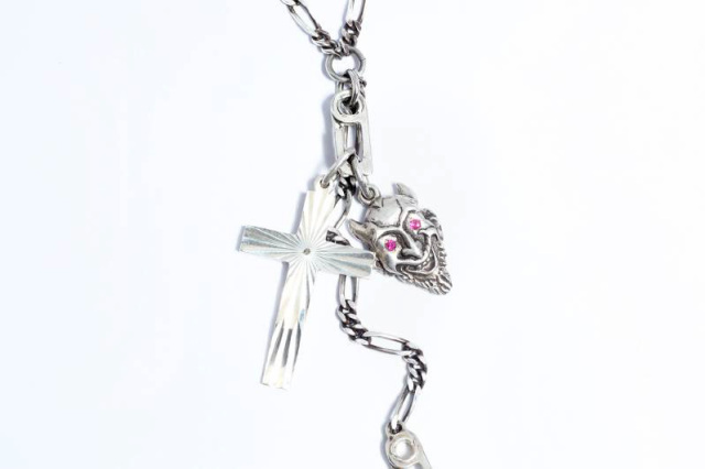"Peanuts & Co. GOOD LIFE CHARM ""WE GOD IN TRUST"""