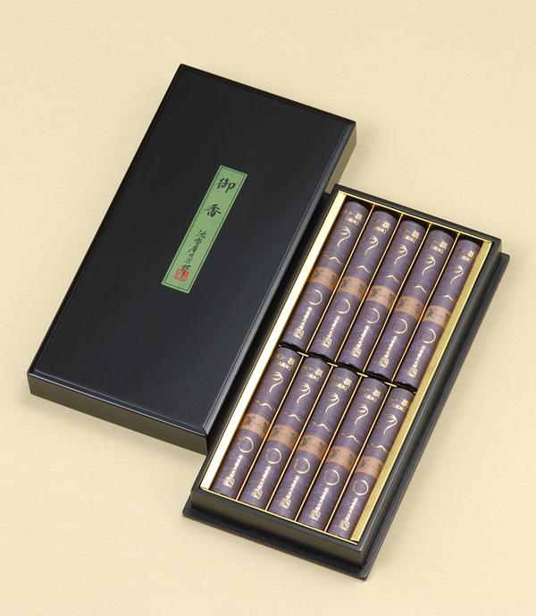 進物線香 [吟撰]薫翠(塗り箱入り) = 280年の時を超え秘伝の調合帖により復刻・まろやかな沈香と漢方生薬の香り豊かなお線香。ご進物用塗り箱入り 送料無料