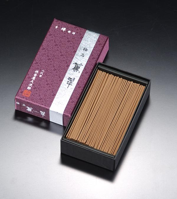 [極品]薫翠(大) = 280年の時を超えて育まれた逸品・深くまろやかな沈香の香りのお線香 送料無料