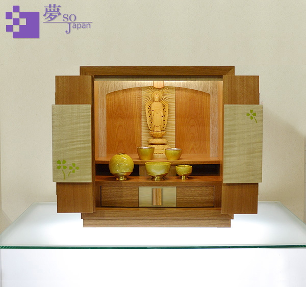モダン上置コンパクト仏壇 [夢soJAPAN 四葉のクローバー ] = 希少なマザクラとシカモアの美しいハーモニー・フェミニンなおしゃれデザイン