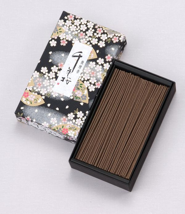 千年桜(大) = 桜の小箱が美しい、まろやかな沈香が香る微煙タイプ 送料無料