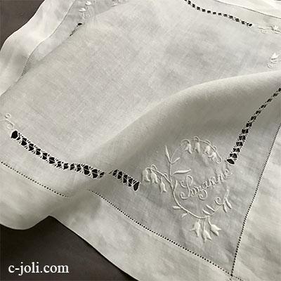 【パリ発送】E1027 フランスアンティーク刺繍ハンカチ すずらん柄手刺繍リネンハンカチ 29x27cm