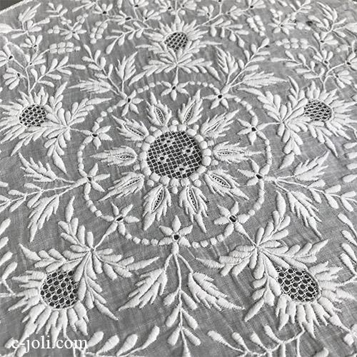 【パリ発送】L2624 フランスアンティーク刺繍パーツ/ホワイトワーク 19世紀手刺繍コットンローン  直径26.5cm