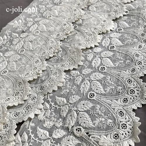 【パリ発送】L2658 フランスアンティークホワイトワーク刺繍トリム/テープレース/ボーダーレース 19世紀手刺繍コットンローン 1m48