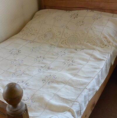 B1288 フランスアンティークリネンベッドスプレッド/ベッドカバー カットワーク手刺繍リネン 生成り 322x148cm