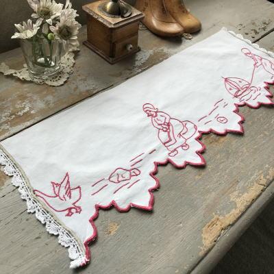 C-953 フランスアンティーク赤刺繍シェルフランナー 手刺繍コットン 50cm