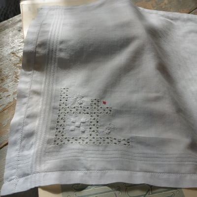 E-703 フランスアンティークハンカチ 手刺繍&ドロンワークコットン 30.5x30.5cm