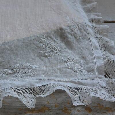 E-759 フランスアンティークハンカチ 19世紀ホワイトワーク手刺繍コットンローン&レースハンカチ 38x38cm
