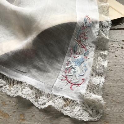 E-793 フランスアンティークハンカチ 19世紀ホワイトワーク手刺繍リネンローン&レースハンカチ 41x40cm