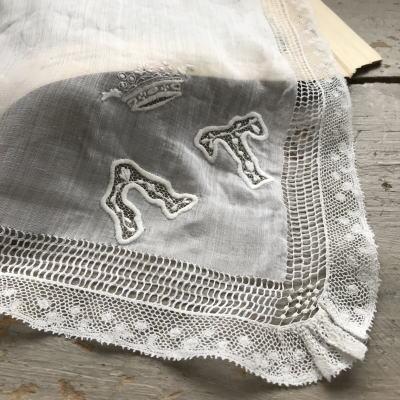 E-794 フランスアンティークハンカチ 19世紀ホワイトワーク手刺繍リネンローン&レースハンカチ 51x49cm