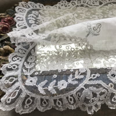 E-893 フランスアンティークハンカチ 19世紀ホワイトワーク手刺繍モノグラム綿ーン&ニードルワークレースハンカチ 37x34cm