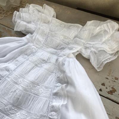 E-961 フランスアンティークベビードレス/ドールドレス 19世紀ホワイトワーク手刺繍コットン&レース 57cm