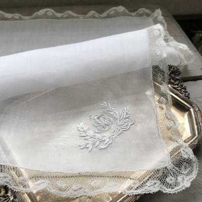 E-977 フランスアンティークレースハンカチ ホワイトワーク手刺繍モノグラム麻ローン&ヴァランシエンヌレースハンカチ 48x48cm