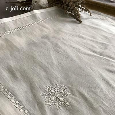 【パリ発送】E1011 フランスアンティーク刺繍ハンカチ/リネンクロス 上質リネンホワイトワーク手刺繍クロス 46x46cm
