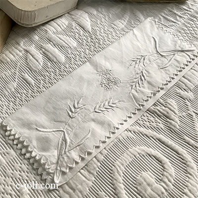 【パリ発送】E1018 フランスアンティークリネンテーブルナプキンケース ホワイトワーク手刺繍リネンケース 23x9.5cm