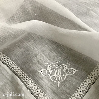 【パリ発送】E1030 フランスアンティーク刺繍ローンハンカチ 手刺繍モノグラムリネンローンハンカチ 41x41cm