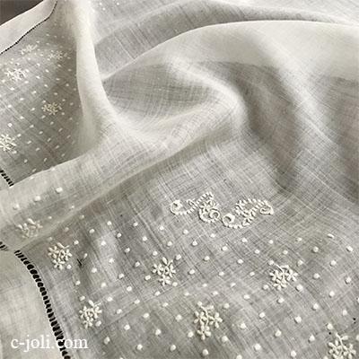 【パリ発送】E1032 フランスアンティーク刺繍シルクハンカチ 手刺繍モノグラム&シルクハンカチ 43x42cm