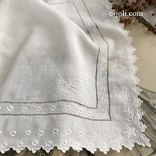 【パリ発送】E1059 フランスアンティークリネンハンカチ ホワイトワーク手刺繍リネンハンカチ 34x32cm