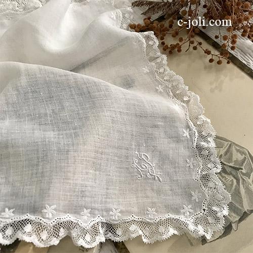 【パリ発送】E1065 フランスアンティークレース&ローンハンカチ 手刺繍モノグラム綿ローン&レースハンカチ 32x31cm