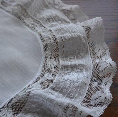 L1693 フランスアンティークリネンクロス/テーブルマット ホワイトワーク手刺繍&レースリネンクロス 39cm