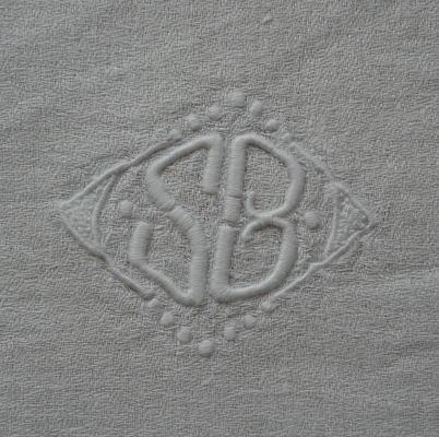 L1711 フランスアンティークリネン 手刺繍モノグラム&ダマスク織リネンクロス