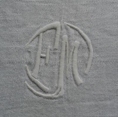 L1808 フランスアンティークリネン手刺繍クロス 手刺繍モノグラムダマスク織リネンクロス 24x22cm