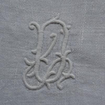 L1809 フランスアンティークリネン手刺繍クロス 手刺繍モノグラムダマスク織リネンクロス 27.5x23cm