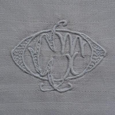 L1813 フランスアンティークリネン手刺繍クロス 手刺繍モノグラムダマスク織リネンクロス 33x36.5cm
