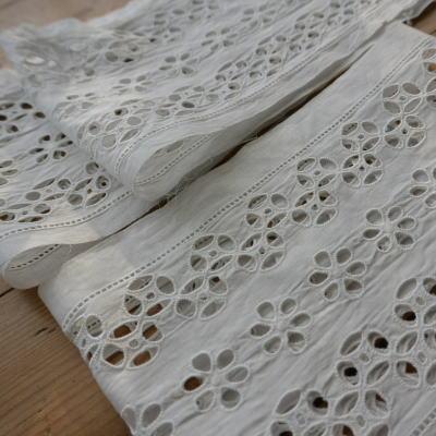 L1824 フランスアンティーク刺繍ホワイトワークパーツ 3枚