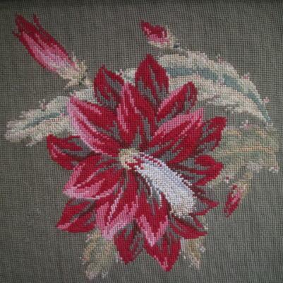 L2187 イギリスアンティーク刺繍 花柄ミディポワン手刺繍クロス 40x30cm