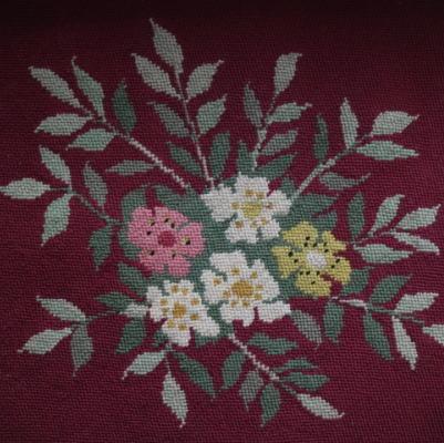 L2188 イギリスアンティーク刺繍 花柄ミディポワン手刺繍クロス 50x47cm