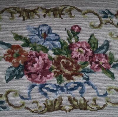 L2192 イギリスアンティーク刺繍 ローズ柄ミディポワン手刺繍クロス 80x40cm