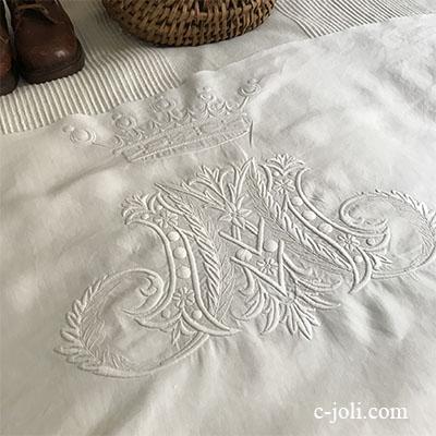 【パリ発送】L2485 フランスアンティークリネンクロス/ハギレ/刺繍パーツ ホワイトワーク手刺繍モノグラムリネン 70x39cm