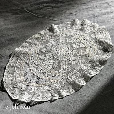 【パリ発送】L2582 フランスアンティークノルマンディーレース ホワイトワーク手刺繍コットンローン&ヴァランシエンヌレースマット 42x26cm
