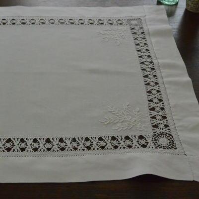 T2310 イギリスアンティークリネンテーブルマット 手刺繍&ドロンワークリネン 57x46cm