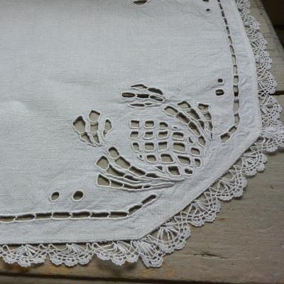 T2493 イギリスアンティークリネンテーブルマット/テーブルセンター カットワーク手刺繍リネン&ボビンレース 60x58cm