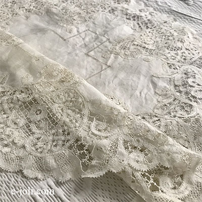 【パリ発送】T2933 フランスアンティークリネンテーブルマット/テーブルセンター丸型 ドロンワークリネン&ボビンレース 60x58cm