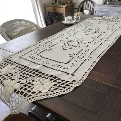 T2822 フランスアンティークリネンテーブルランナー カットワーク手刺繍リネン&クロシェレース 1m67