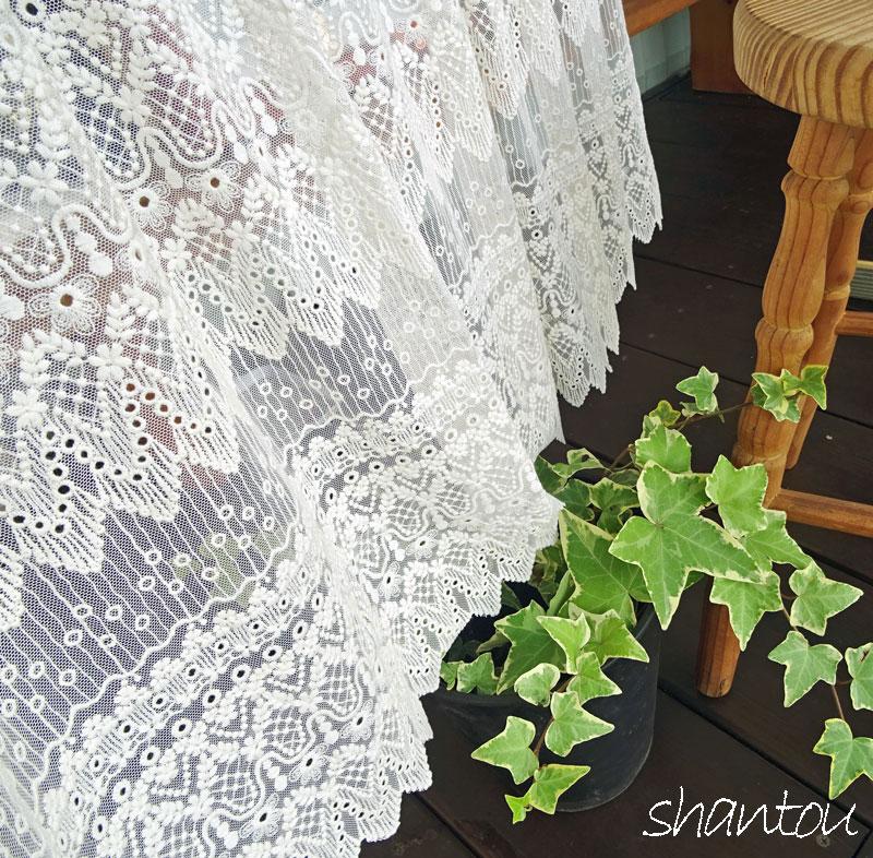 刺繍と裾のカットが綺麗【縦45cm】『カフェカーテン』おしゃれな窓にお勧め アイボリー色の綿刺繍とチュール素材の相性が、とても良いです。ショート