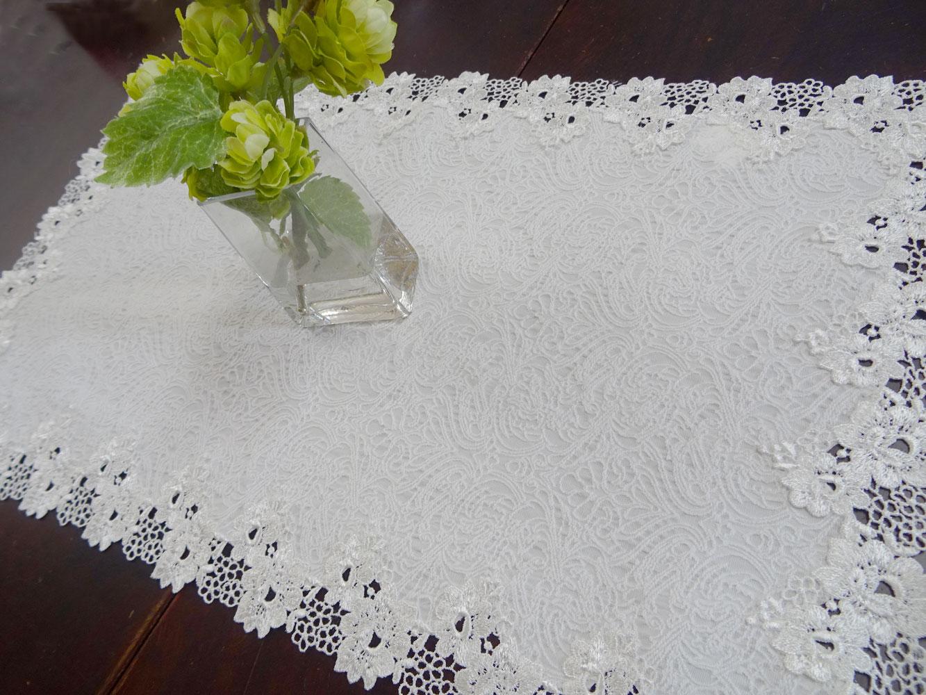 真っ白で二重生地 珍しく優しい雰囲気 『テーブルセンター』 玄関 リビングに  大きめドイリー