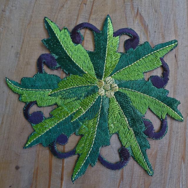 クリスマスを楽しく彩る『ドイリー』グリーンポインセチア コースター