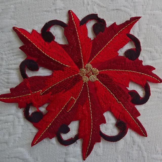クリスマスを楽しく彩る『ドイリー』レッドポインセチア コースター