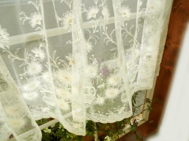 アイボリー ドイツ製 少し張り感の有る チュールにコットン刺繍 川島織物セルコン