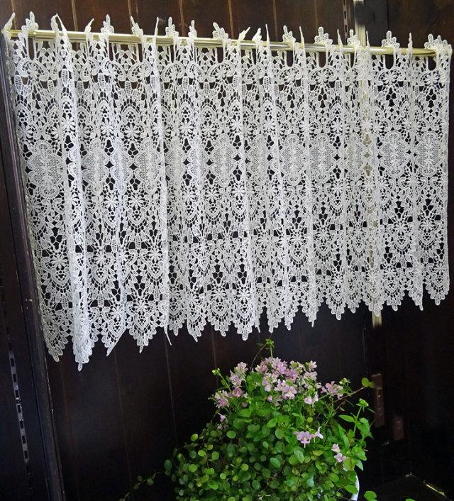 【幅約120cmX丈約45cm】 真っ白『カフェカーテン』ヨーロッパの窓を思わす ギュピールレース 綺麗です ホワイト ショート 小窓用