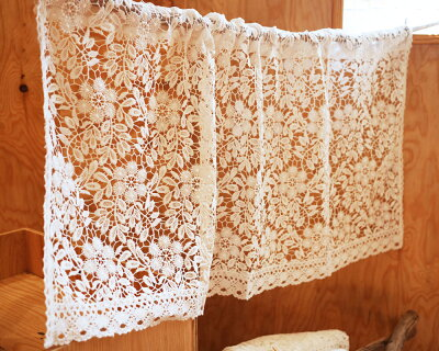 デザインと仕立てに拘りました『カフェカーテン』フリール・ハーブ 自然なホワイト素敵空間 おしゃれに 演出 可愛い 北欧 ナチュラル フラワー リーフ 綺麗 綿 天然素材 レース ショート