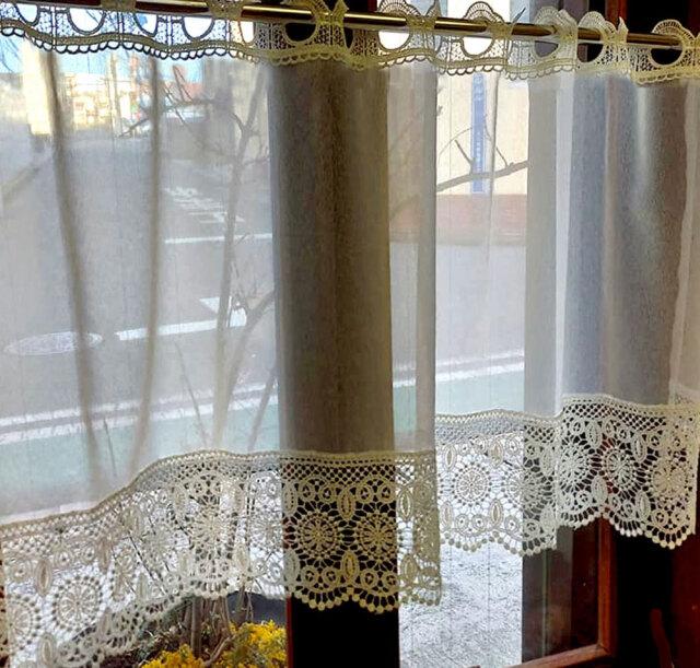 縦長 細窓にお勧めカフェカーテン レースが綺麗【約 100x45cm】オフホワイトで お部屋に馴染みます 細窓 ショート小窓用
