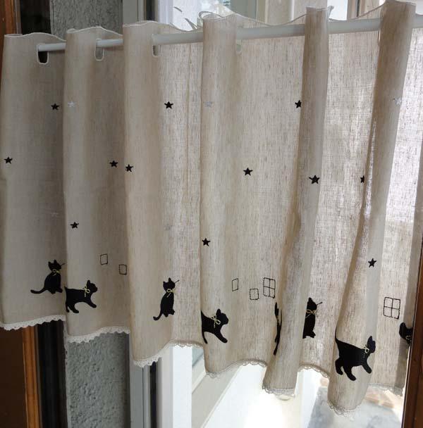 【縦45cm】ショート 麻混カフェカーテン 黒猫 ミィーちゃん ナチュラルべージュ 少し目隠し出来て トイレの小窓にもお勧め